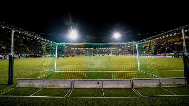 Mobiele Eenheid voert charge uit op voetbalsupporters na wedstrijd ADO