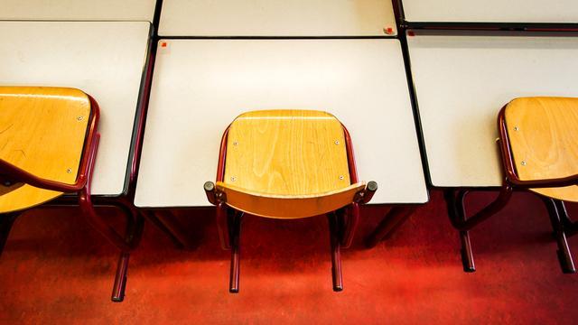 Basisschooldirecteur Alphen ontkent ontucht