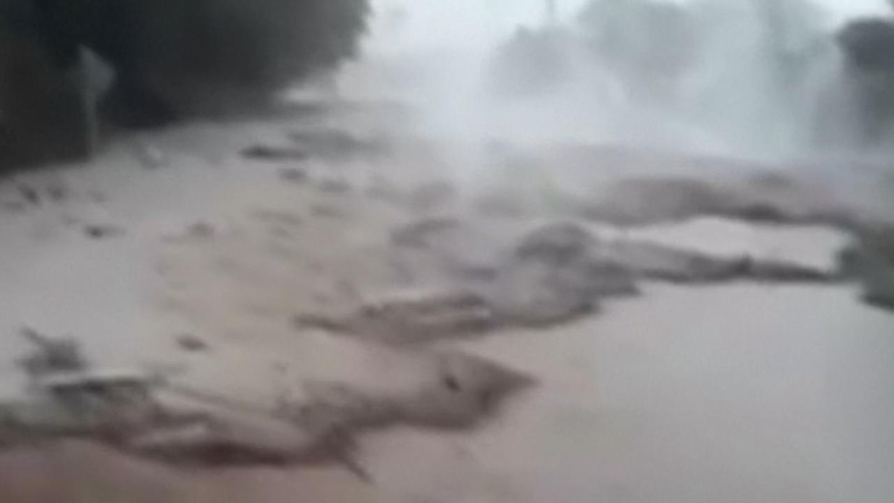Lava stroomt door Guatemala na vulkaanuitbarsting