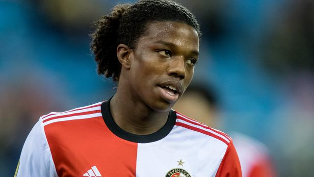 Feyenoord verlengt contract Malacia (18) tot medio 2023