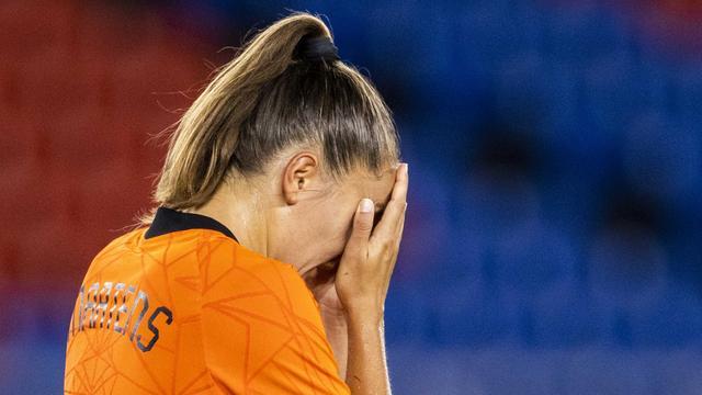 Lieke Martens was ontroostbaar na haar gemiste penalty tegen de VS in de kwartfinales van de Olympische Spelen.