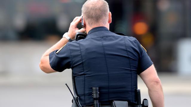 Amerikaanse agent geschorst voor aanhouden leerling in klas