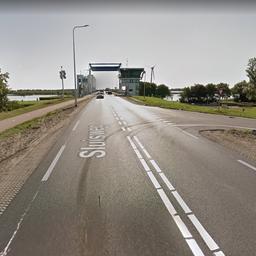 Dode na frontale aanrijding op dijk tussen Enkhuizen en Lelystad.