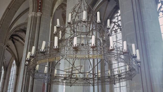 Grote verhuisoperatie kaarsenkroon voor tentoonstelling in Nijmegen