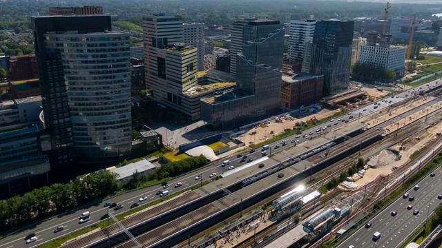 Spoor en A10 bij Amsterdamse Zuidas lang weekend gestremd: 'Stel reis uit'