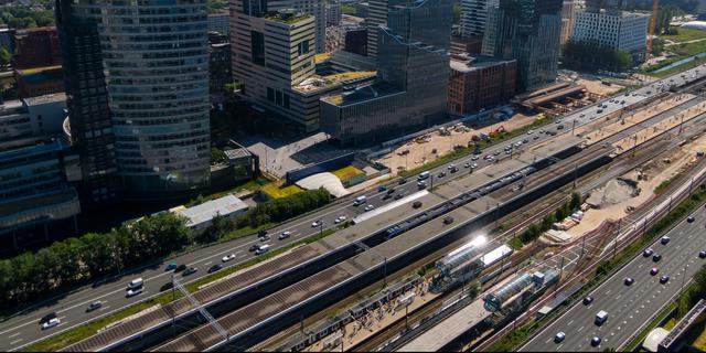 Amsterdamse werkgevers spreiden werktijden om drukte te voorkomen