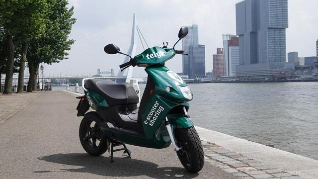 Deelbedrijf Felyx breidt met 324 e-scooters uit naar Rotterdam