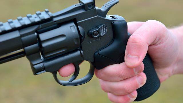 Politie houdt man aan na bedreiging met vuurwapen