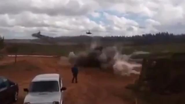 Russische helikopter schiet onbedoeld raketten publiek in bij oefening