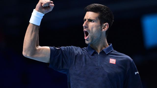 Djokovic knokt zich naar halve eindstrijd ATP World Tour Finals