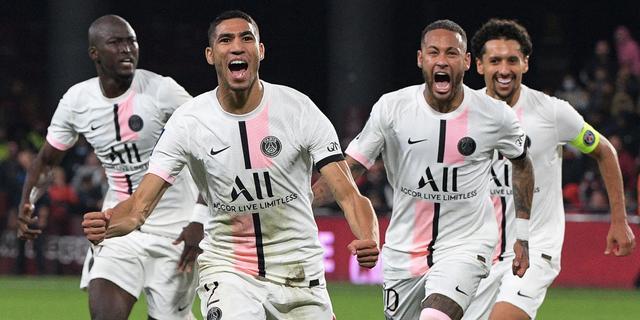 PSG wint opnieuw diep in blessuretijd, Bosz buigt achterstand om met Lyon