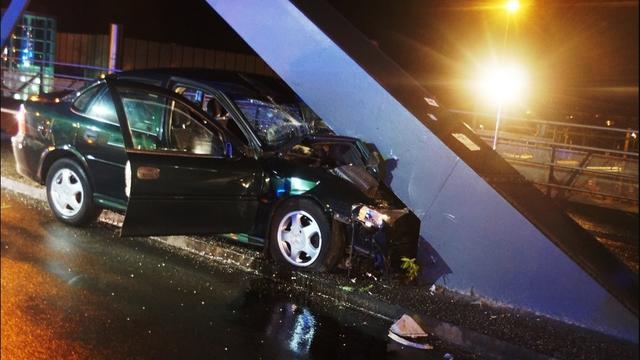 Automobilist gewond bij ongeval op Emmaviaduct