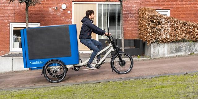 Nederlandse uitvinding: een elektrische bakfiets op zonne-energie