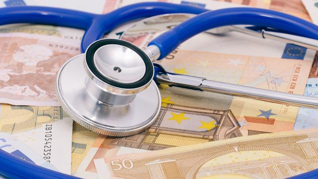 NUcheckt: Waarom Belgen meer dan 7 euro aan vaste zorgkosten hebben