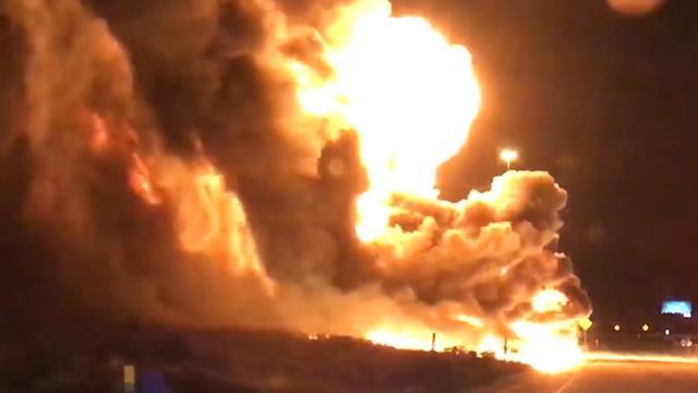 Explosie in vrachtwagen met duizenden liters brandstof VS