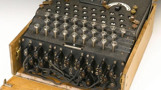 Man koopt Enigma-codeermachine voor 100 euro op rommelmarkt
