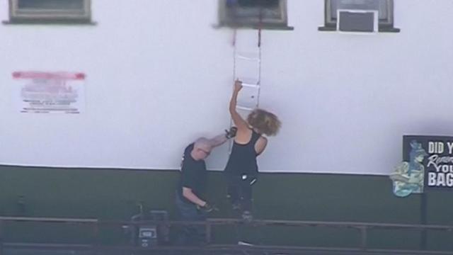 Mensen vluchten uit ramen tijdens gijzeling Los Angeles