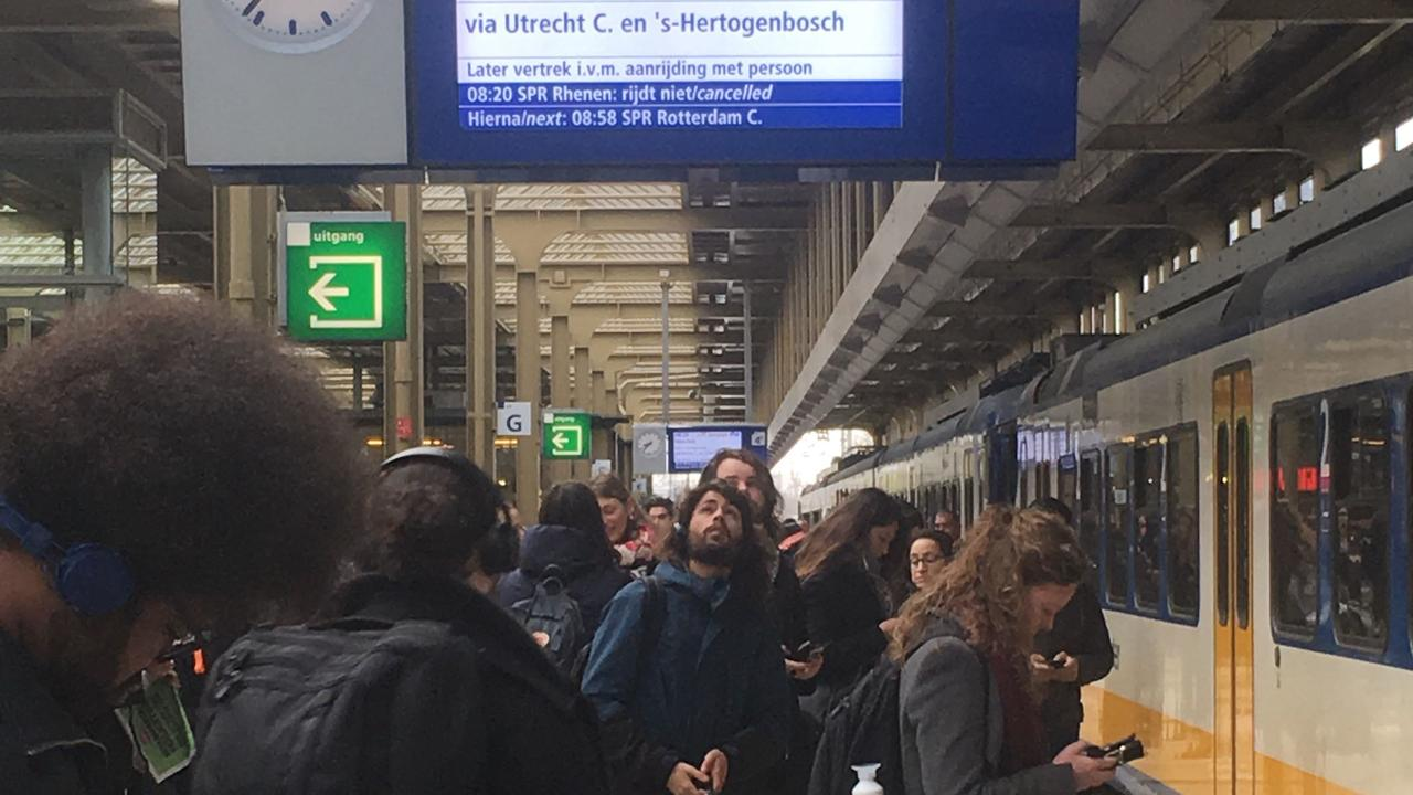 Train traffic around Utrecht and Amsterdam severely