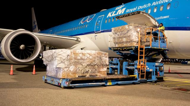 Bijna een miljoen mondkapjes aangekomen in Nederland