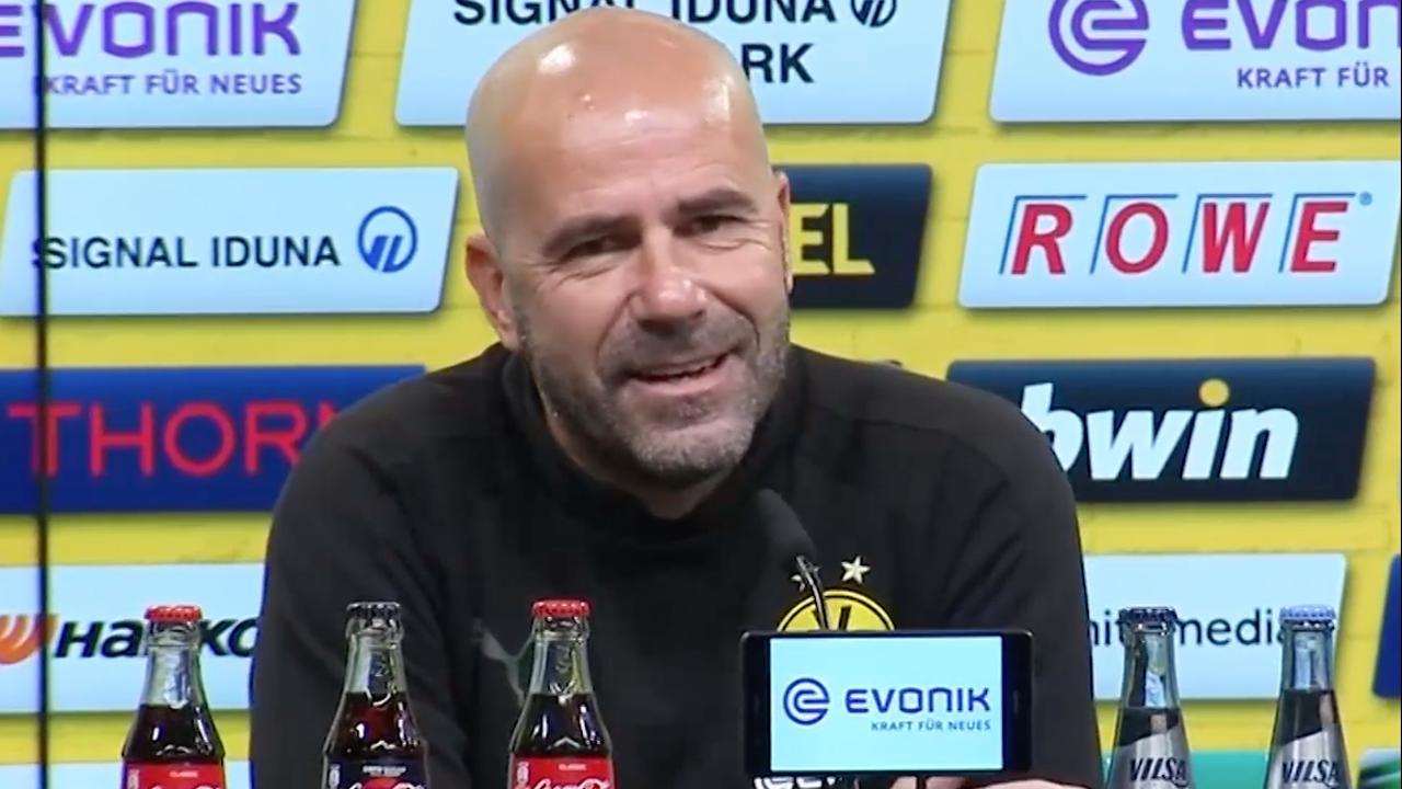 Bosz vat 'k-woord' verkeerd op bij persconferentie Borussia Dortmund
