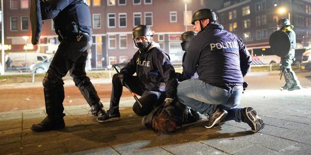 Zeker 151 relschoppers opgepakt bij onlusten op derde dag met avondklok