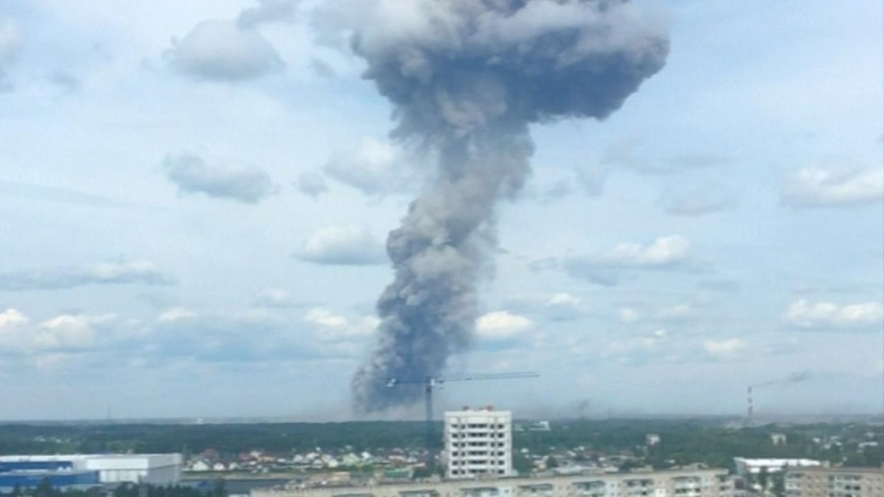Rook boven Russische stad na explosie springstoffabriek