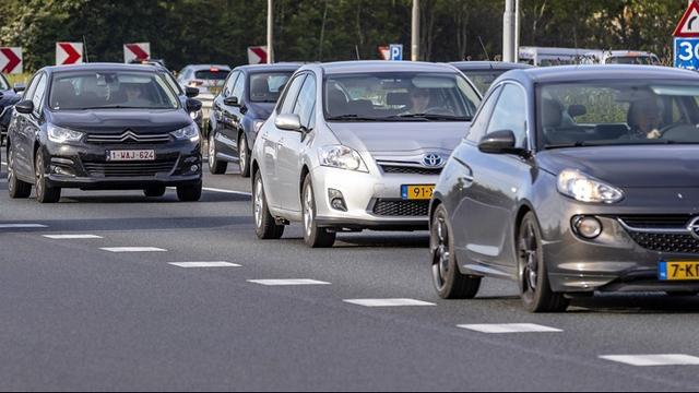 Twee auto's belanden na botsing in middenberm bij Middelburg
