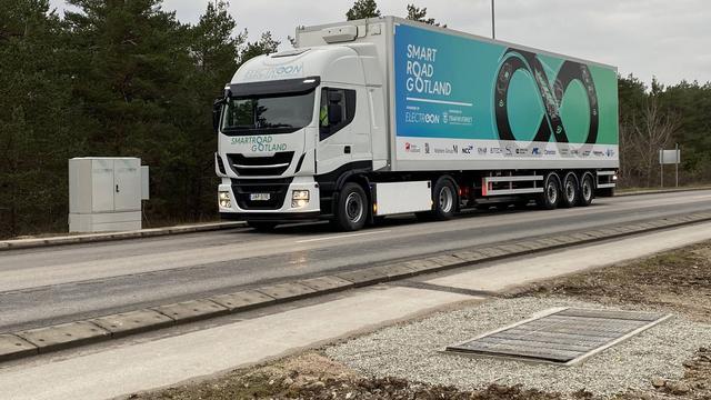 In Zweden is de technologie succesvol getest met een elektrische truck. Al was de rijsnelheid slechts 60 kilometer per uur.
