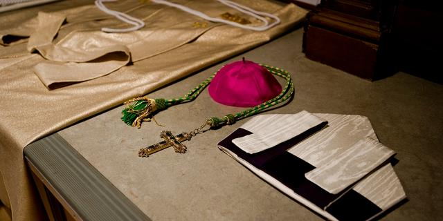 Spaanse bisschop neemt ontslag om liefde voor schrijfster erotische romans
