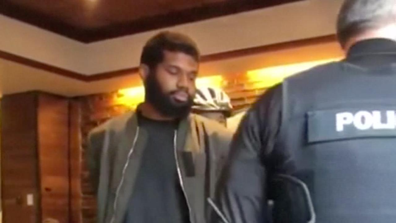 Donkere mannen 'zonder reden' gearresteerd in Starbucks Philadelphia