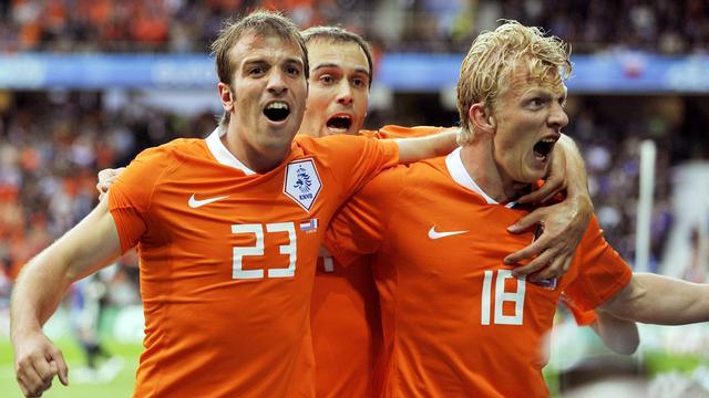 Kuijt en Van der Vaart krijgen afscheid volgens 'nieuw beleid' bij Oranje