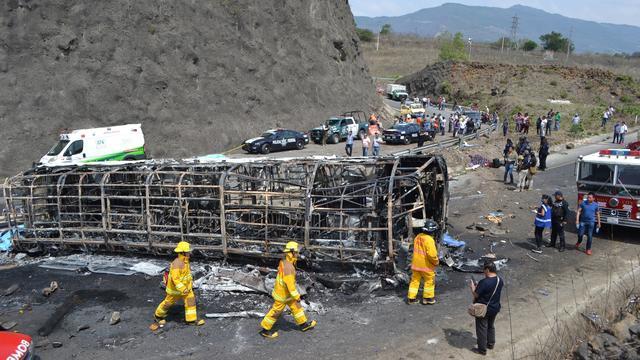 21 doden en tientallen gewonden bij zwaar verkeersongeluk in Mexico