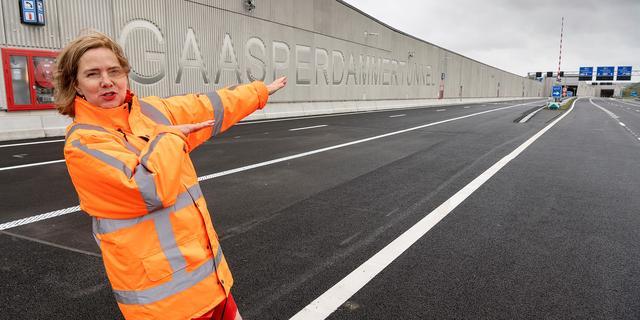 Van Nieuwenhuizen stapt op als minister van Infrastructuur om nieuwe baan