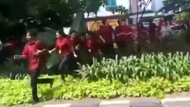 Paniek op straat na aardbeving Jakarta