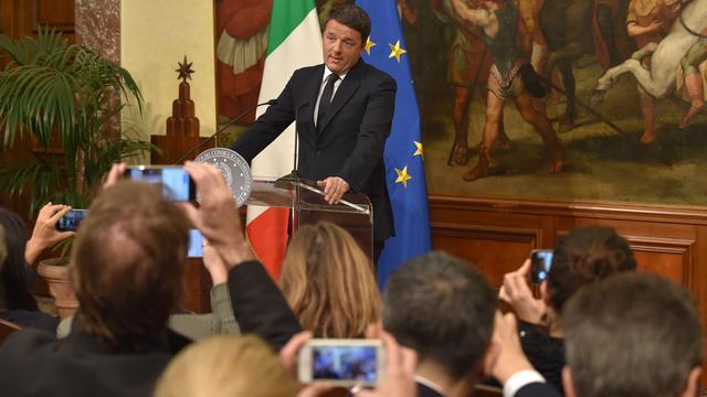 Renzi biedt ontslag aan, CAS oordeelt over schorsing Blatter