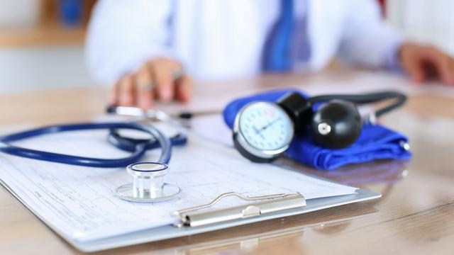 Leidse huisarts ontkent ontucht met zeven jonge patiënten