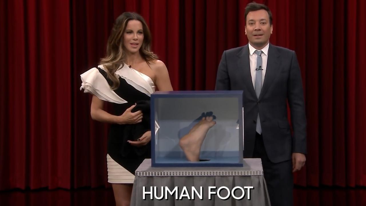 Kate Beckinsale speelt voelspel met Jimmy Fallon