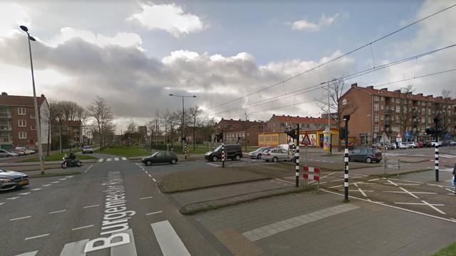 Gemeente verft onveilig kruispunt in Slotermeer knalblauw