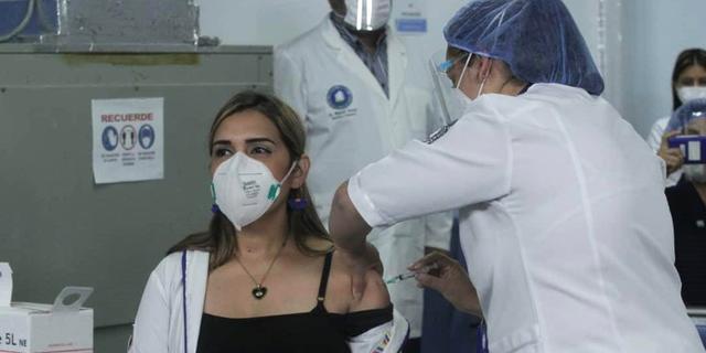 Rijke landen 'hamsteren' miljard coronavaccins meer dan ze nodig hebben
