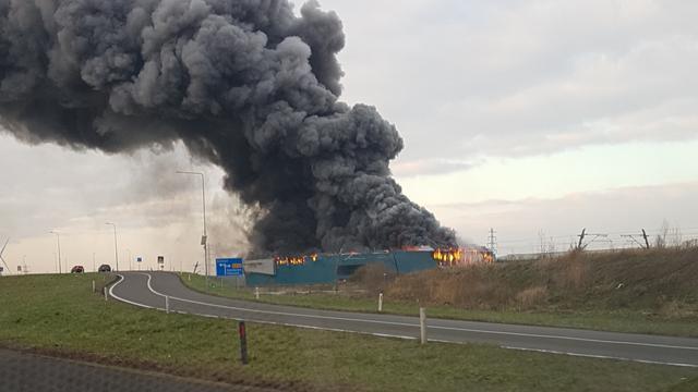 Zeer grote brand in koelbedrijf in Gelders Kesteren
