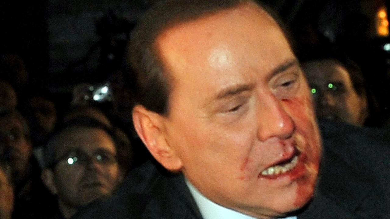 Berlusconi is terug: zijn opmerkelijkste momenten