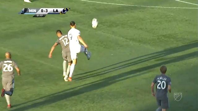 Ibrahimovic levert fraaie assist bij mooie treffer LA Galaxy