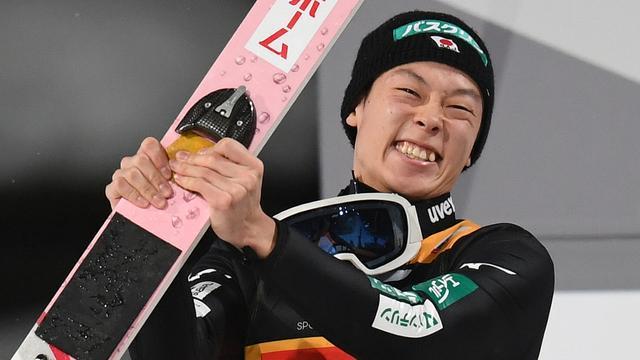 Kobayashi wint als derde schansspringer ongeslagen Vierschansentournee