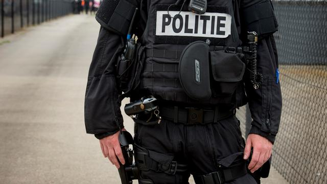 Politie lost waarschuwingsschoten vanwege man met vuurwapen in Zuid