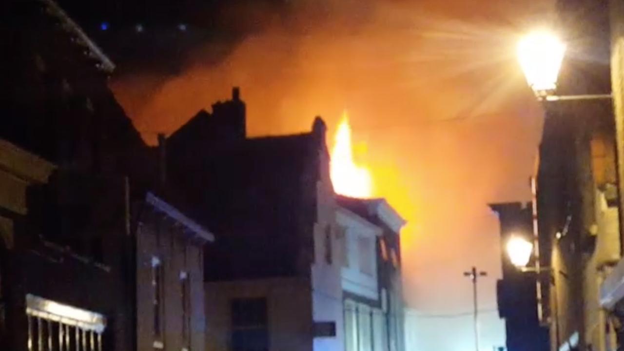 Omstanders filmen grote brand in Leerdam