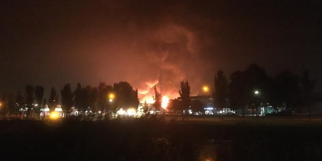 Grote brand op industrieterrein in Ommen