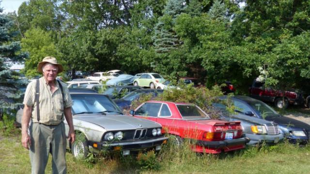 'Man die autoverzameling moest ruimen is bijna halverwege'
