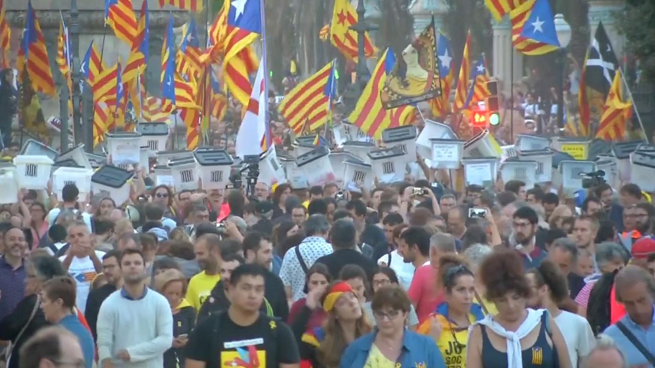 Catalanen protesteren voor onafhankelijkheid in Barcelona