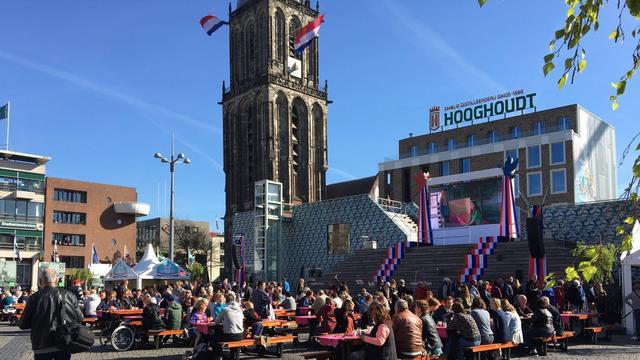 Premier trapt Bevrijdingsdag af met ontbijt op Grote Markt