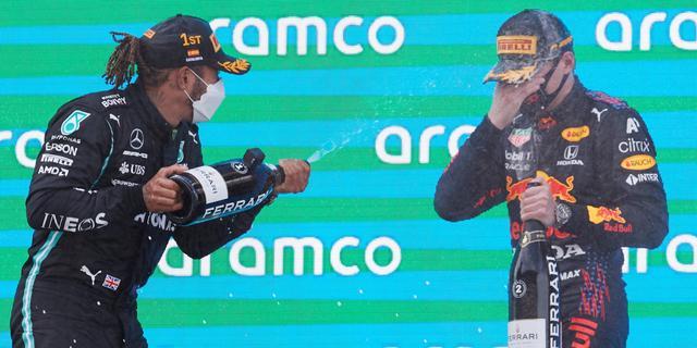 Ricciardo vindt dat Hamilton critici mond snoert in strijd met Verstappen